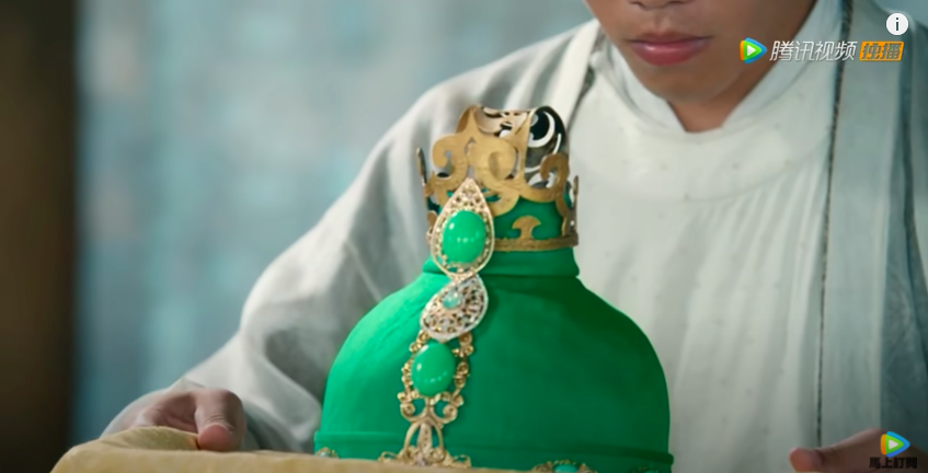 romance of tiger and rose episode 2, green hat