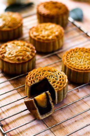 mooncakes mid-autumn festival 2021